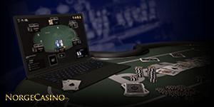 laptop på pokerbord