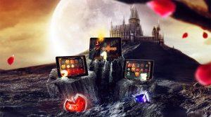 slott og fullmåne i bakgrunn, tre nettbrett med slots på