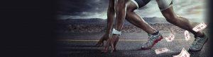 mann løper, sedler